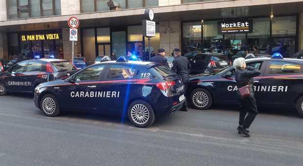 Roma Termini: «balli di gruppo» in strada per distrarre e rubare portafoglio a turisti, 4 arresti