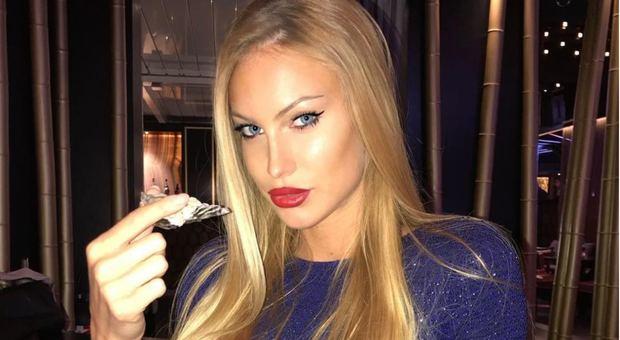 Taylor Mega ostenta ricchezza: bufera sull'ex di Briatore