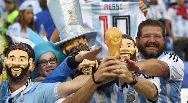 Due tifosi argentini sbagliano città, Putin regala loro i biglietti