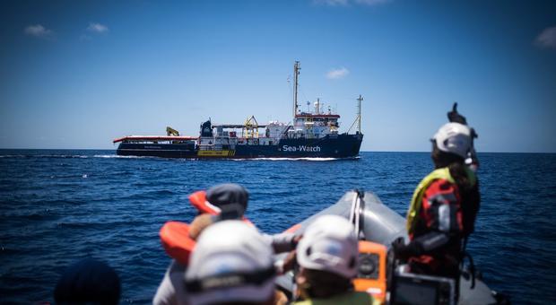 Decreto sicurezza-bis, la bozza: niente multe per chi soccorre i migranti. Sanzioni alle navi che violano le norme
