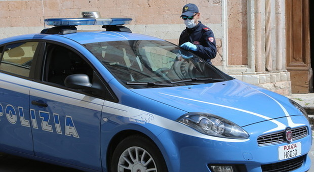 Tentata rapina, lesioni personali e violenza privata, tutto ai danni degli anziani genitori: la polizia arresta a Foligno un 42enne