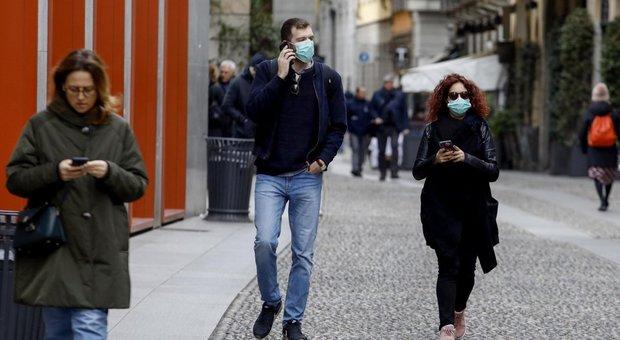 Coronavirus, lo smartphone non è veicolo di contagio: «Ha bisogno di cellule viventi per replicare»