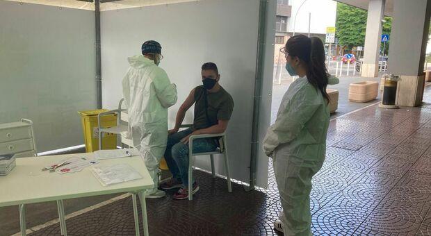Daniele, vaccinato ieri nella farmacia De Matthaeis