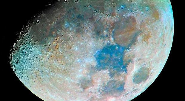 La Luna batte L'Isola dei famosi, una prima serata speciale: ecco le più belle foto dell'eclissi