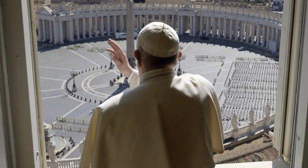 Coronavirus, la preghiera del Papa in mondovisione davanti al crocifisso che fermò la peste