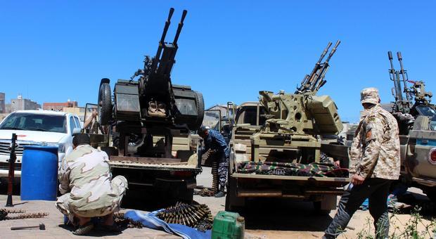 Libia, Italia più sola: vertice subito. A Sirte avanza Haftar