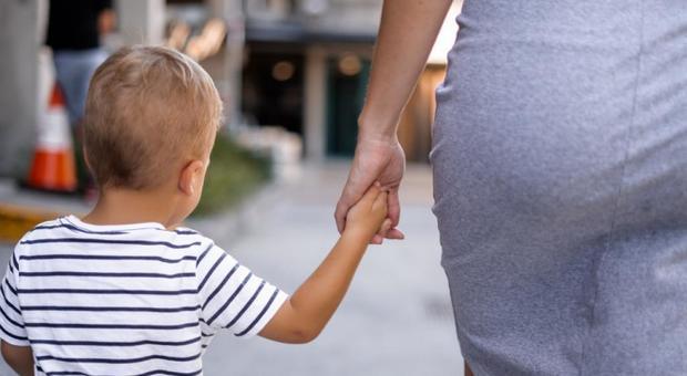 Coronavirus, i medici di famiglia: «Rischiosa la passeggiata con i bambini»