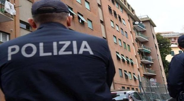 Nigeriano morde un poliziotto e gli stacca un dito. Salvini: «Decreto per espellerlo»