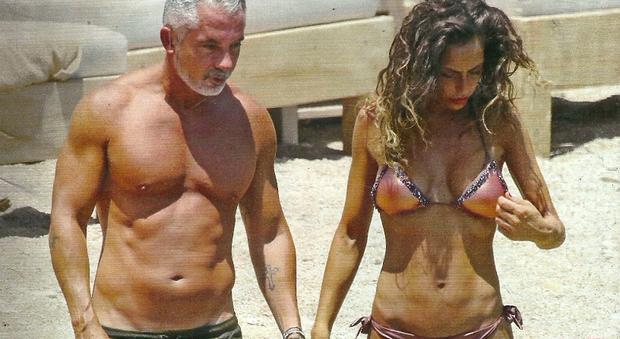 Raffaella Fico e Alessandro Moggi a Mykonos