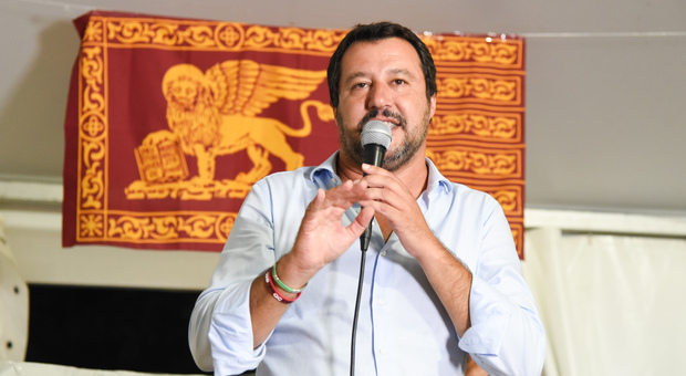 Migranti, pronto il decreto Salvini: «Stop a permesso di soggiorno ...
