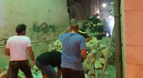 Crolla palazzina a Barletta, fuga di gas: ci sono feriti