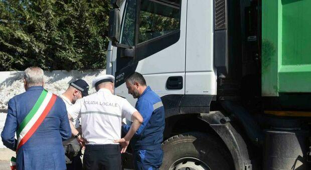 I controlli a i camion in entrata alla discarica