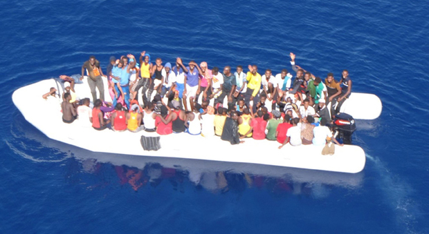Migranti, nuovo naufragio al largo della Libia: disperse 100 persone