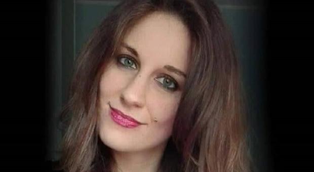 Frosinone, incidente tra due auto accanto alla chiesa: Ilaria muore a 26 anni mentre va alla messa di Natale
