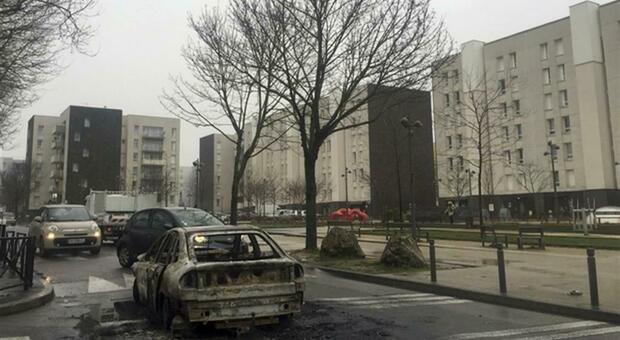 Parigi, guerra tra bande di ragazzini: uccisi a coltellate un 13enne e una 14enne