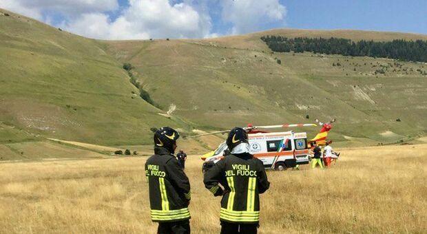 Cade col deltaplano a Castelluccio di Norcia viene trasferito con l'elisoccorso all'ospedale di Terni. In azione 118 e vigili del fuoco
