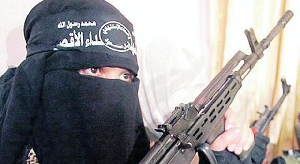 """Perugia, la colf che voleva aderire all'Isis: studiava sul web com diventare un """"lupo solitario"""""""
