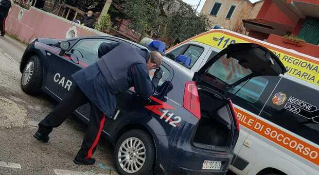 Dà in escandascenza a Sezze, i carabinieri sparano in aria e fermano un uomo