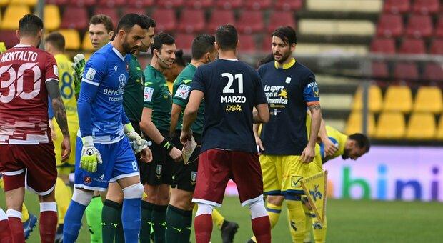 Chievo schiacciante, ma la Reggina lo riprende con Denis. Salernitana terza con il castorismo, 1-0 al Brescia