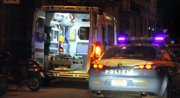 Ostia, violenta aggressione: il ferito, sporco di sangue, cerca di confondersi fra i passeggeri di un bus dell'Atac