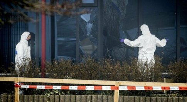 Olanda, esplosione contro il laboratorio analisi per il coronavirus. La polizia: «Non è un incidente»