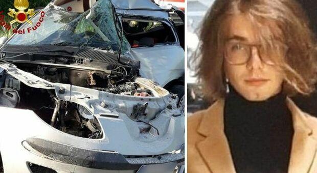 Incidente Jesolana, morto Tiziano Masiero: aveva 23 anni, schianto con l'auto di cortesia
