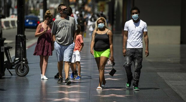 Coronavirus nel mondo: California, 200 morti in 24 ore. A Madrid mascherine obbligatorie in strada
