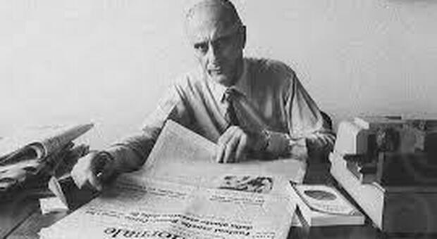 Il giornalista Indro Montanelli, inviato storico del Corriere della Sera: fu anche corispondente del Messaggero durante la Guerra Civile in Spagna