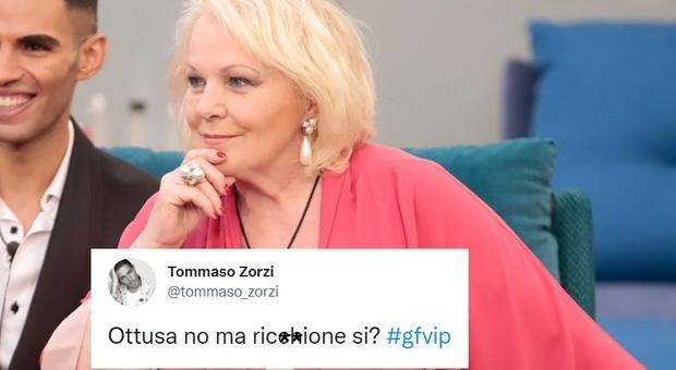 Grande Fratello Vip, Tommaso Zorzi attacca Signorini e la Ricciarelli: «Ottusa no ma ricchio*e si?»