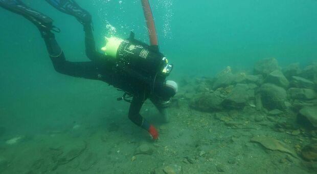 Bolsena, scoperto giacimento sacro di 3.000 anni fa: riaffiorano statuine in bronzo sarde