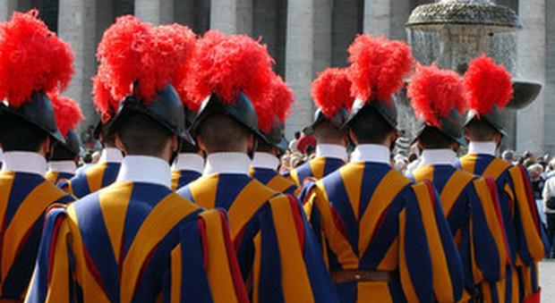 Coronavirus, Guardie Svizzere non usano mascherine, slitta la cerimonia del giuramento delle reclute