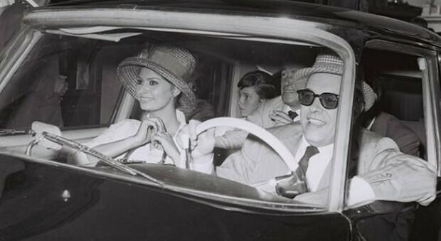 Una foto di Marcello Geppetti: Sofia Loren, Carlo Ponti e Vittorio De Sica