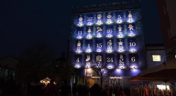 A Legnano Un Calendario DellAvvento Grande Come Un Palazzo Con Le