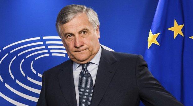 Tajani: «Basta ai senza regole delle Ong. Accettino a bordo il personale Frontex»