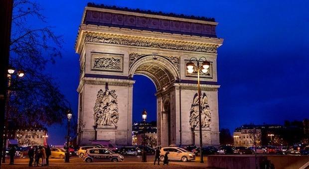 """Parigi, Christo è pronto a """"impacchettare"""" l'Arco di Trionfo"""