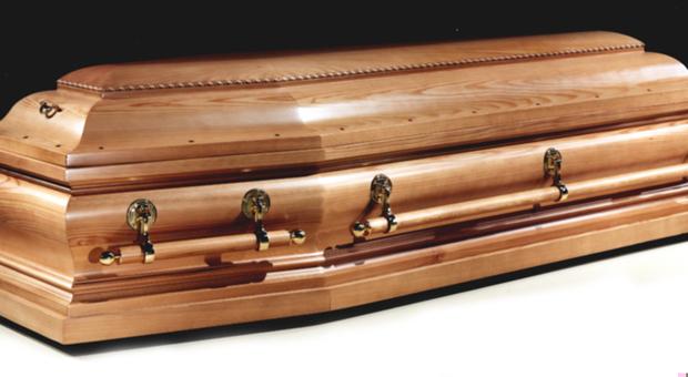 Sudafrica, choc a poche ore dal funerale: donna morta da dieci giorni partorisce suo figlio