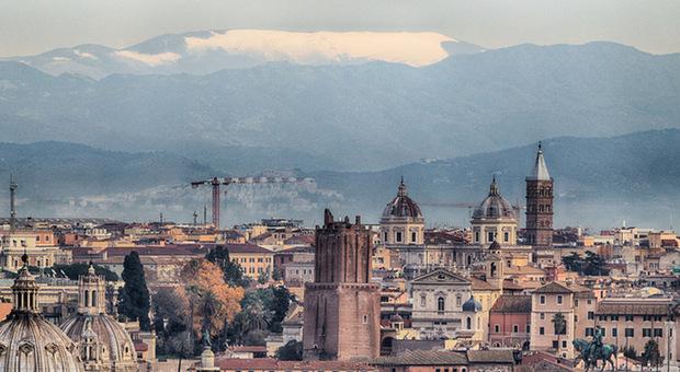 Fiocchi di neve a Roma nord e fuori città: molti disagi ai Castelli e a Rocca di Papa