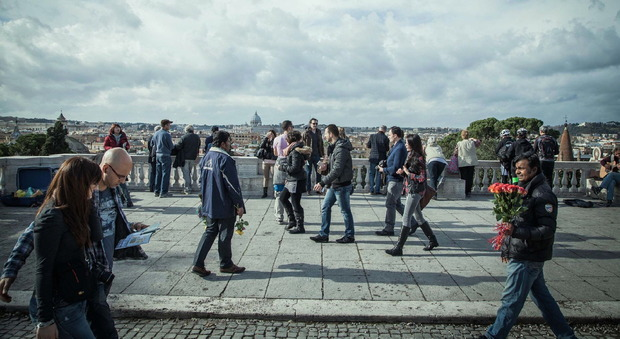 Roma Baby Gang Rapina E Molesta Minorenni Al Pincio Lancio