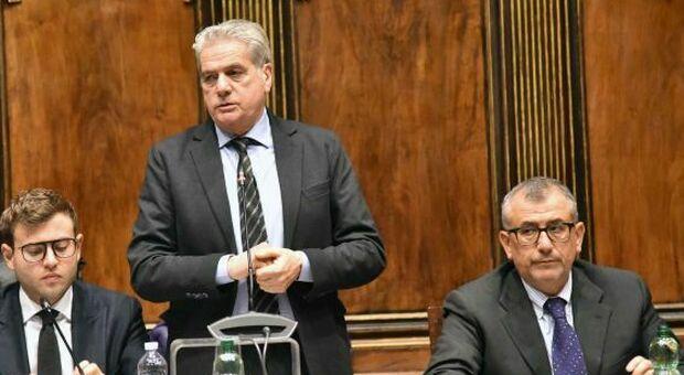 Il sindaco Giovanni Arena con Contardo (a des.)