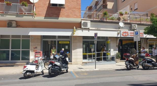Poste, lunedì riapre l'ufficio rinnovato di Terracina: i servizi e gli orari