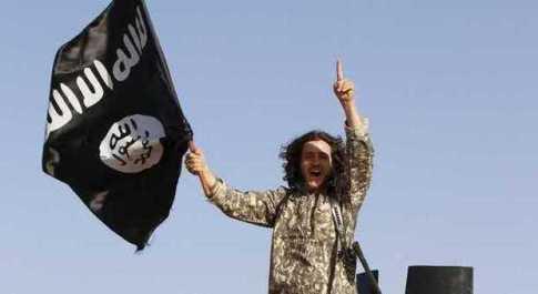 Isis, chiede di vedere suo figlio preso in ostaggio: le fanno mangiare la sua carne