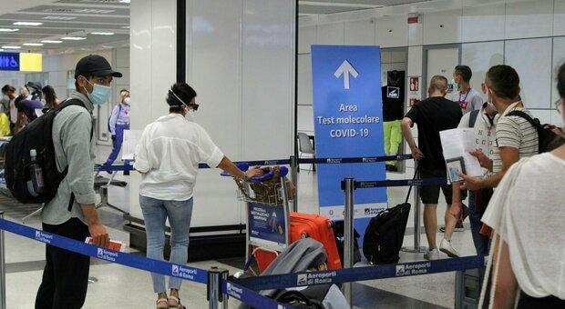 Covid, allerta contagi a Roma per i rientri dalle vacanze: nel weekend attesi in 5mila da Grecia, Spagna e Croazia