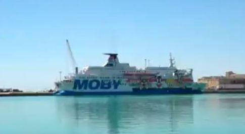 Migranti, 28 positivi sulla nave a Porto Empedocle: erano stati salvati in acque internazionali