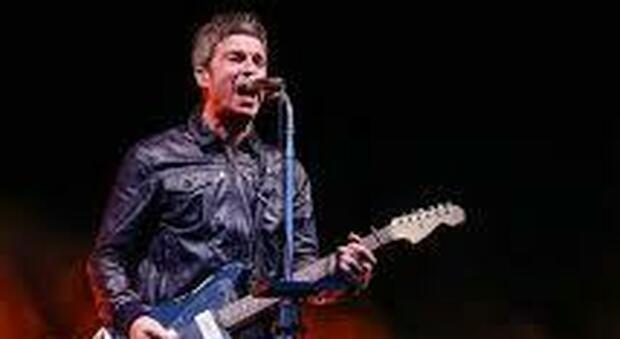 Covid, l'ex Oasis Noel Gallagher: «Non indosso la mascherina, ci negano troppe libertà»