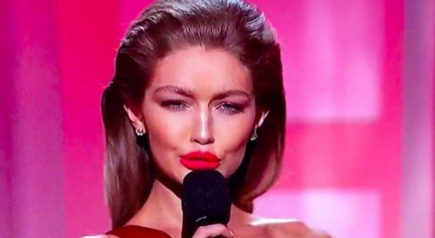 Gigi Hadid imita Melania Trump e i social si scatenano: «Sei una razzista»