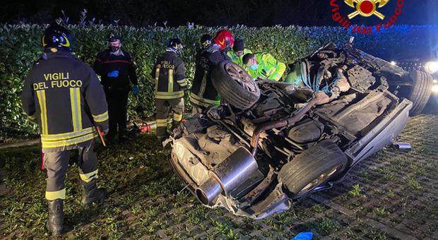 Vicenza, incidente mortale nella notte: morto un ragazzo di 21 anni, ferito l'amico