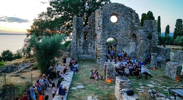 Tra incontri virtuali e reading sulla terrazza di Umbrò, mercoledì torna il festival letterario Poesiæuropa