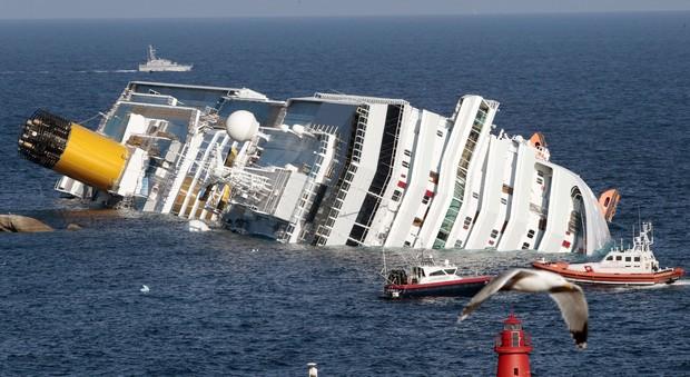 Concordia, i sopravvissuti francesi attaccano la compagnia Costa: «Rubati i nostri gioielli nelle cassaforti»