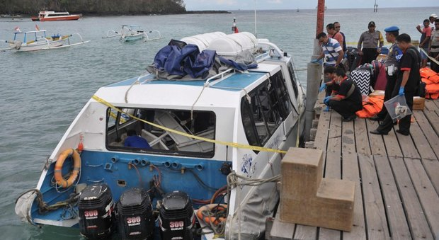 Bali, esplosione su un traghetto con 35 turisti: almeno due morti