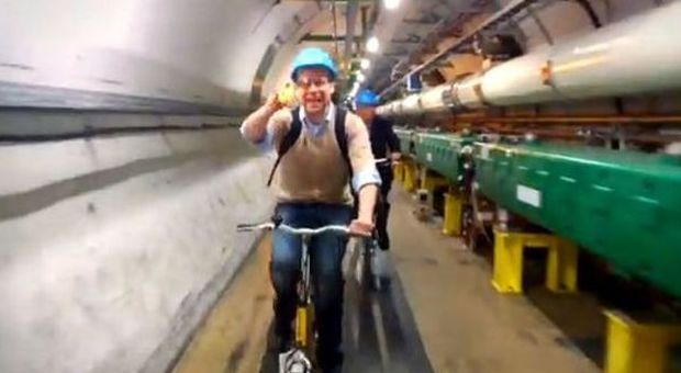 Il proff con i Google Glass dentro il tunnel dell'Lhc